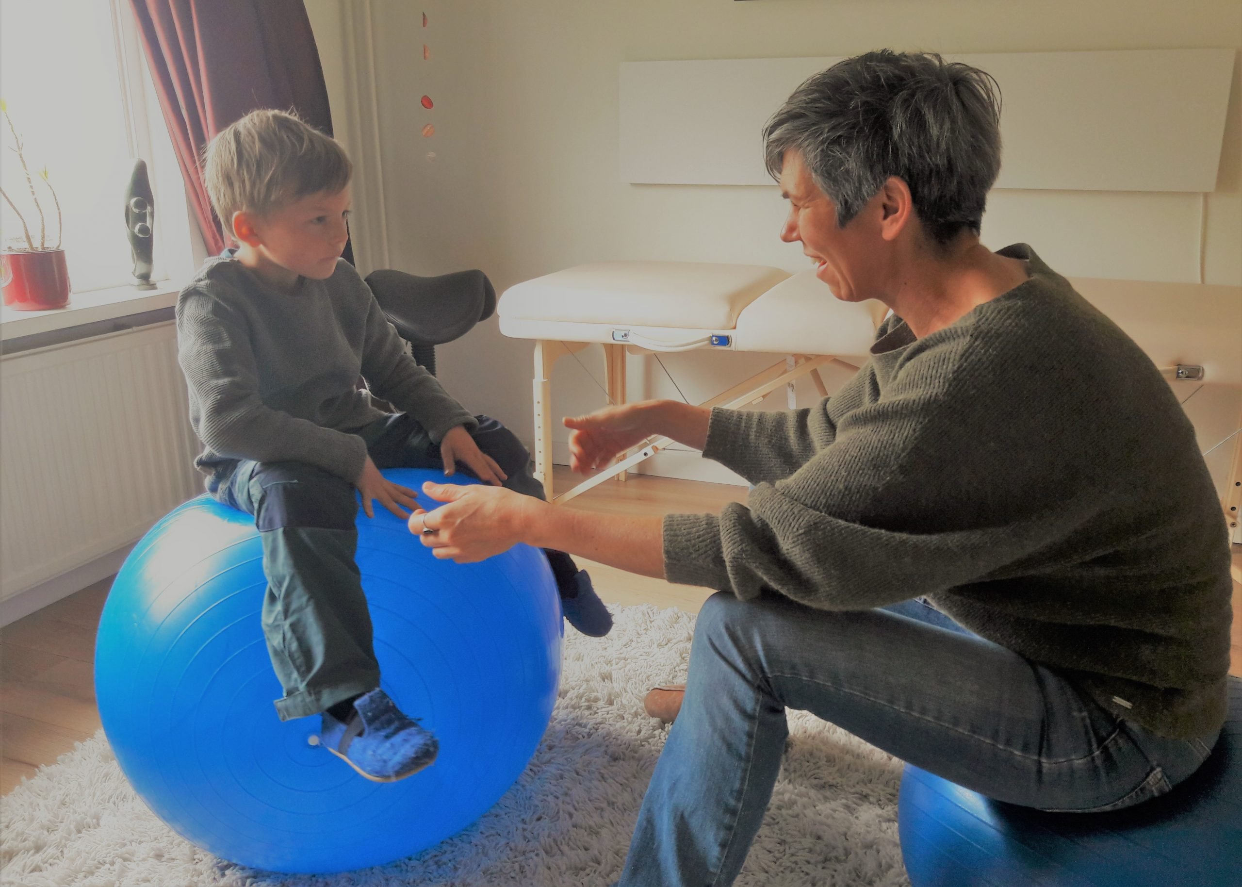 Afbeelding haptotherapeut met kind in Nijmegen
